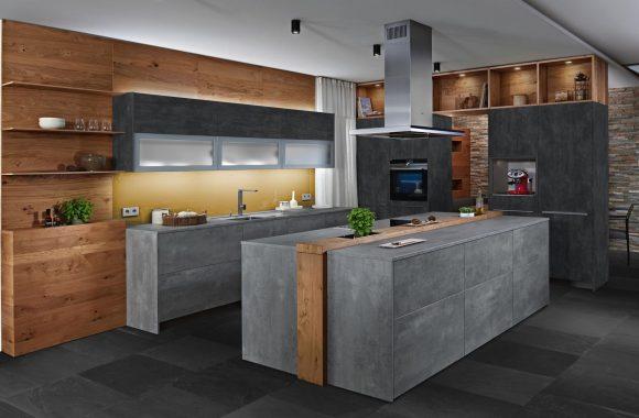 Küchentrends 2021 ewe Küche mit grauen Fronten und Holzakzenten