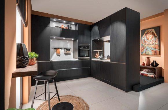 Häcker Küche mit schwarzer Eichenoptik